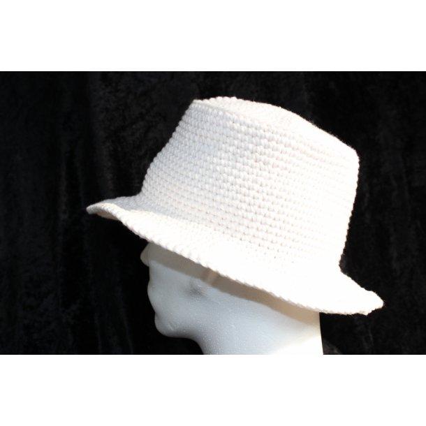 Hæklet hvid hat