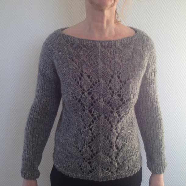 Strikket grå trøje med hulmønster