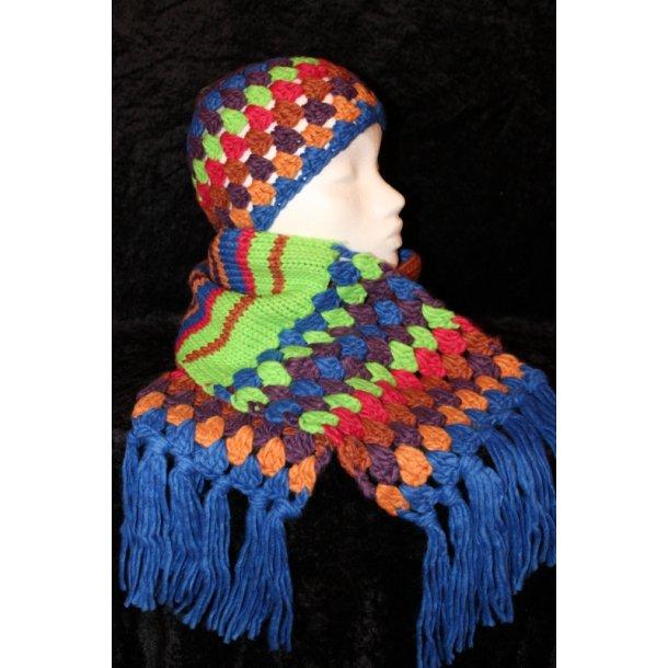 Multifarvet hue og halstørklæde